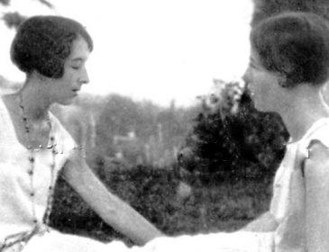 On Les Inséparables, Simone de Beauvoir